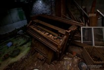 An organ in an abandoned house