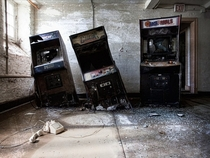 An urban explorer from Ontario Canada captured this almost surrealistic scene of three arcade video games RoboCop UFO Robo Dangar and Arch Rivals seemingly melting into the floor