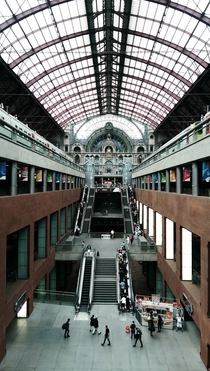 Antwerp Central Station -  levels of railway platforms