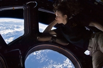 Astronaut Tracy Caldwell-Dyson looking at Earth from the ISS xpost rgeekboners