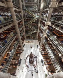 Atrium of Lloyd buildings in London x