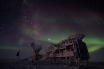 Aurora australis over the BICEP radio telescope at the AmundsenScott South Pole Station