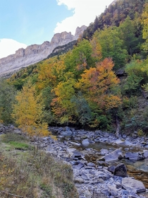 Autumn starting to show its full colors in the Spanish pyrenees