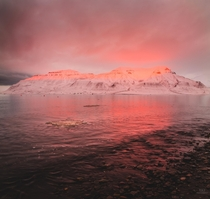 Autumn sunset over mt Hiortfjellet Svalbard  rmerzlyakov
