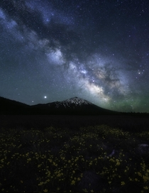 Beautiful night sky over Mt Bachelor Oregon