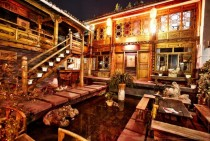 Beautiful old hotel courtyard Lijiang CN