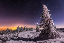 Beautiful winter night on the tops of Pilat east of the Massif Central by photographer Joris Kiredjian