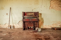 Beautifully forgotten piano in abandoned shop
