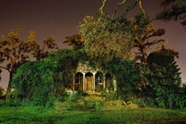 Beautilful shot of an abandoned mansion in new orleans
