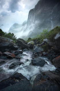Beneath weeping walls of granite in New Zealand OC x williampatino_photography