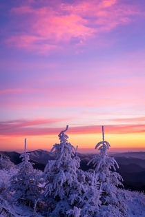 Blue ridge mountains in North Carolina by Serge Skiba
