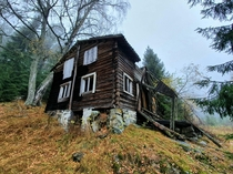 Came across this abandoned house while hiking in the Norwegian wilderness