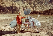 Carl Sagan poses with a Viking lander in Death Valley California Sagan examined possible landing sites on Mars for Viking along with Mike Carr and Hal Masursky