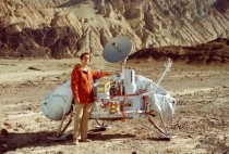 Carl Sagan with model of Viking Lander