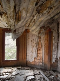 central oregon abandoned homestead interior