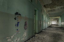 Charlie Brown and Lucy are slowly fading away with time in this once abandoned psychiatric hospital OC X
