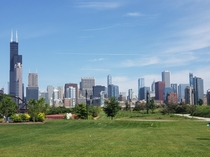 Chicago skyline from the Ping Tom memorial park