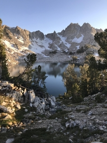 Chief Lake at the golden hour X-post from rwildernessbackpacking  IG brandon__kolb