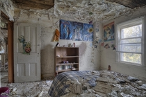 Childs untouched bedroom inside a Creepy Abandoned Time Capsule