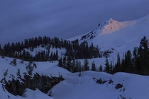 Climbed Mount St Helens this morning Heres Monitor Peak glowing at sunrise
