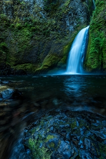 Closer view of Wahclella Falls Oregon by andreinotes