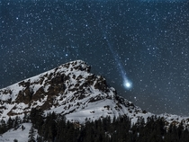 Comet Lovejoy setting beside Mt Brokeoff in Lassen Volcanic National Park