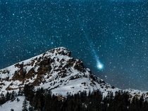 Comet Lovejoy setting over Brokeoff Mountain through a telephoto lens last January