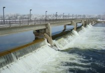 Coon Rapids-Mississippi River Dam open in winter cold