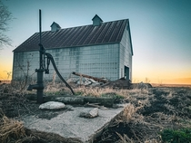 Corn crib and well pump are all that are left of this Farm in central Illinois tntcustomphotography
