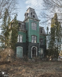 Crazy Abandobed House Northeast USA  IG the_sparkler