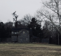 Creepy abandoned house near my neighborhood