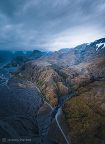 Dawn light in the valley of rsmrk in Iceland  - Instagram jeremybarbet