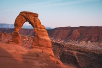 Delicate Arch lit up by the waning golden glow of the sun