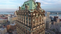 Detroits Neo-Baroque Book Tower