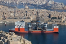 Dockwise Vanguard entering Valetta Grand Harbour carrying an oil rig x