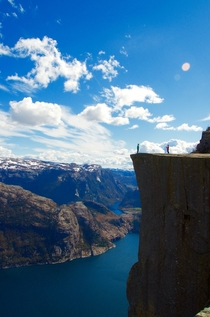 Dont Look Down - Peikestolen Norway