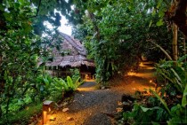 Eco-hotel in Pohnpei uses traditional building methods