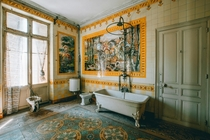 Elegant Bathroom in an abandoned Manor in France maxvnck_