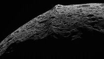 Equatorial ridge on Saturns moon Iapetus taken by the Cassini space probe