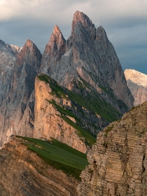 Evening sun lighting the tips of Sass Rigais in Italy
