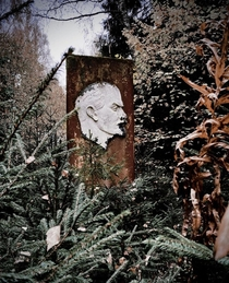 Face of a proletariat leader Abandoned Soviet resort in Moscow oblast