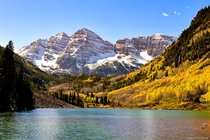 Fall colors at the Maroon Bells in Aspen Colorado