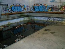 Filthy pool Snow Recreation Ctr NY x