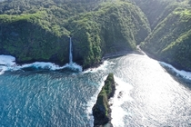 First time in Hawaii we decided to explore the island of Maui During the Road to Hana adventure I made it a point to capture Keopuka Rock You might remember this from the helicopter scene in the first Jurassic Park