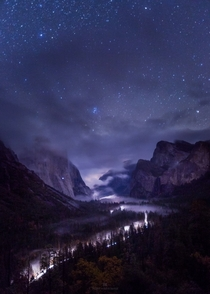 Foggy Tunnel View over Yosemite Valley  Photo by Toby Harriman xpost from rUnitedStatesofAmerica