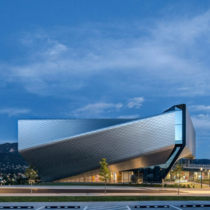 Four angular volumes that are covered in diamond-shaped panels and arranged in a pinwheel formation make up the US Olympic and Paralympic Museum in Colorado