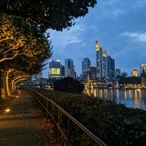 Frankfurts Skyline by the river