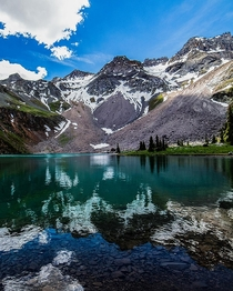 Friend invited me to do a hike in Colorado and we ran into this lake on the way to the summit gorgeous lake on the slopes of Mt Sneffels Colorado