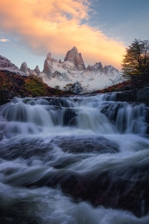 Froze my feet off while enjoying this sunrise with the incredible Fitz Roy in Patagonia OC  ross_schram