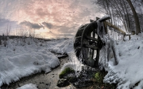Frozen water wheel